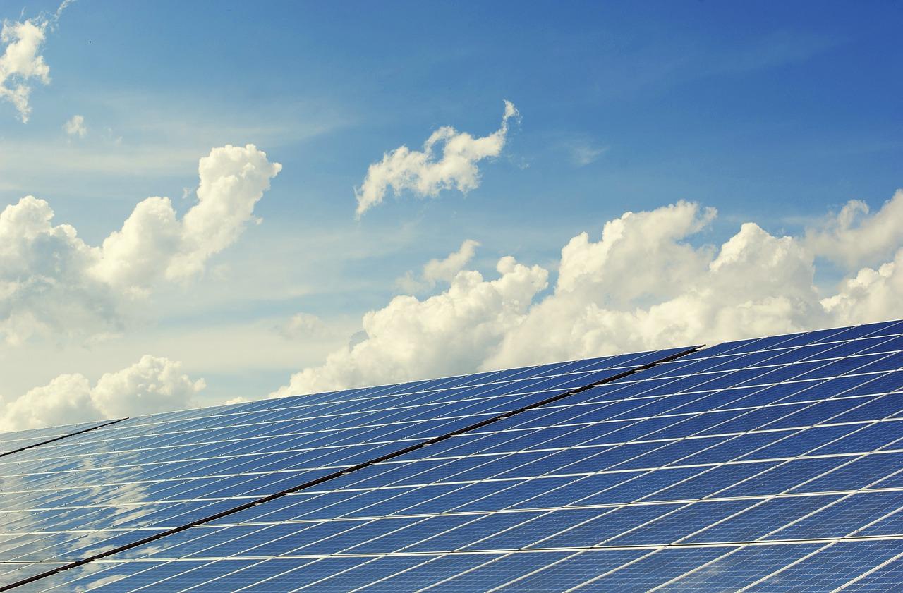 Wolność energetyczna w moim domu – jak wykorzystać alternatywne źródła energii?
